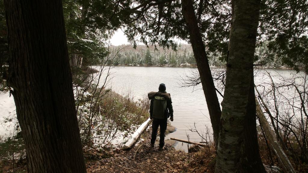 Ma silhouette devant un lac
