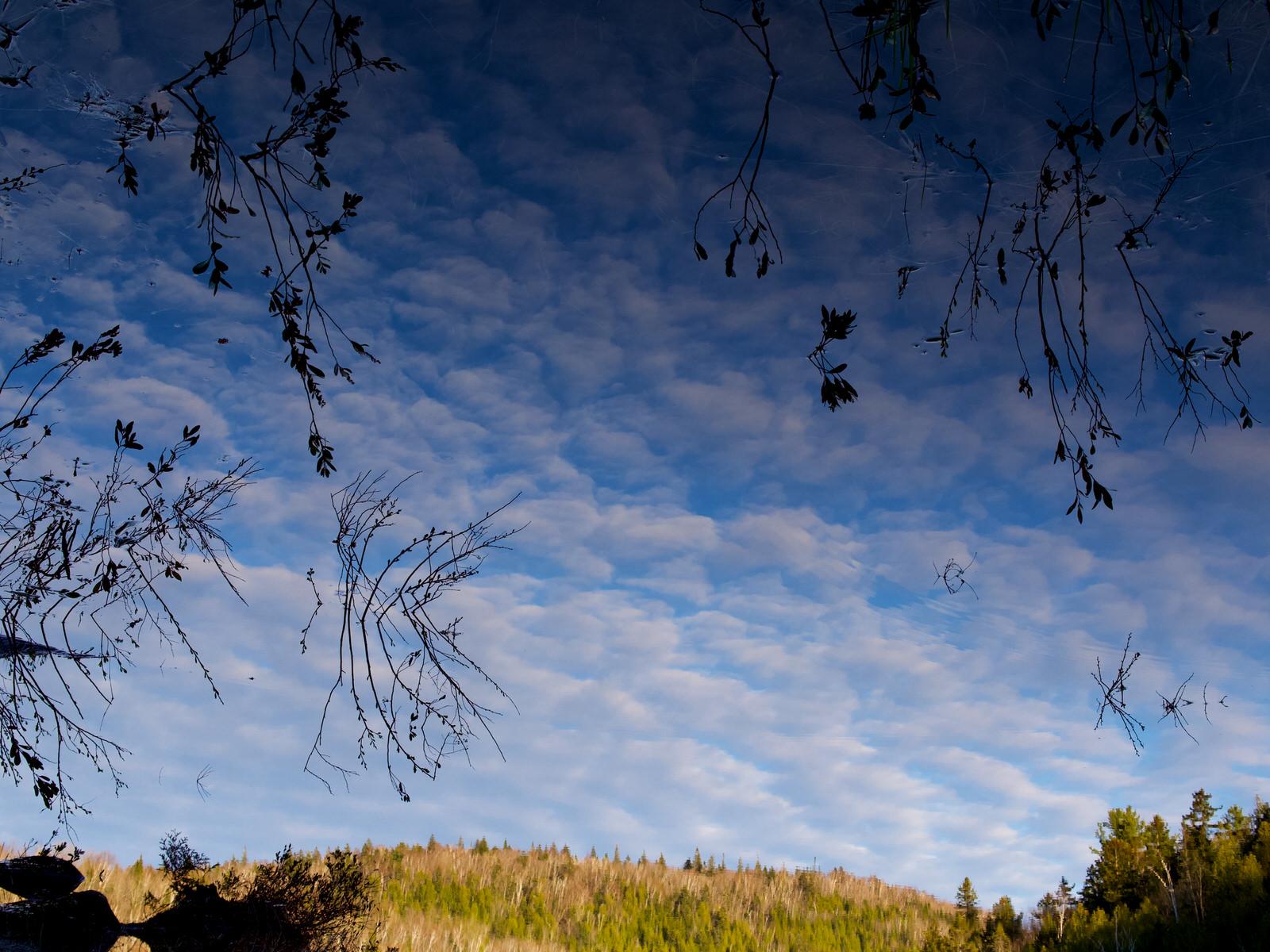 Reflet de nuages sur un lac